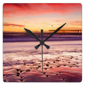 Horloge Carrée Paysage marin et pilier au coucher du soleil, CA