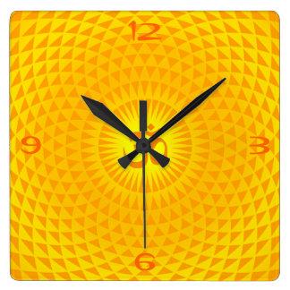 Horloge Carrée Roue d'or jaune OM de méditation de fleur de Sun
