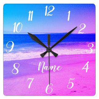 Horloge Carrée Scène personnalisée de plage d'Ombre de rose