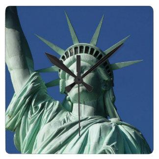 Horloge Carrée Statue d'horloge murale de liberté