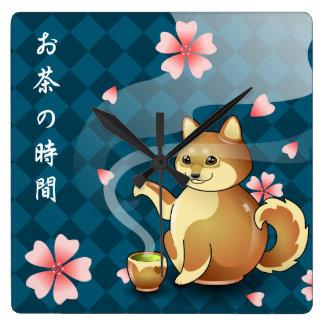 Horloge Carrée Temps de théière de Shiba Inu pour l'horloge de