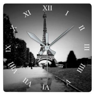 Horloge Carrée Tour Eiffel dans l'horloge murale de carré de