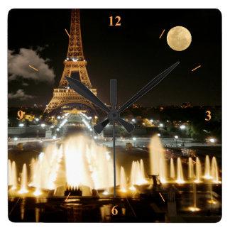 Horloge Carrée Tour Eiffel la nuit