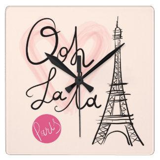 Horloge Carrée Tour Eiffel tiré par la main