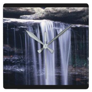 Horloge courue par hurlement d'automnes