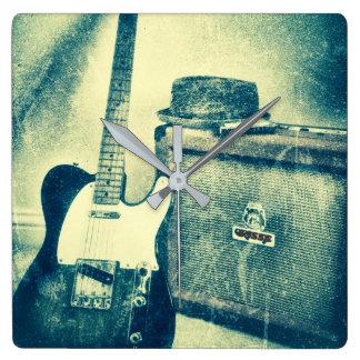 horloge de bluesman d'harmonica d'ampère de