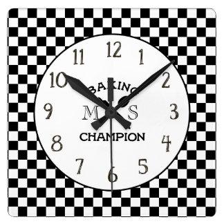 Horloge de cuisine de monogramme de contrôle de