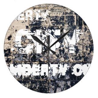 Horloge de graffiti de ville de liberté