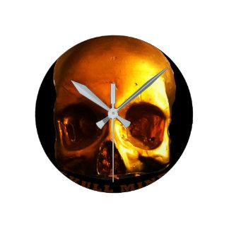 Horloge de noir d'esprit de crâne d'or
