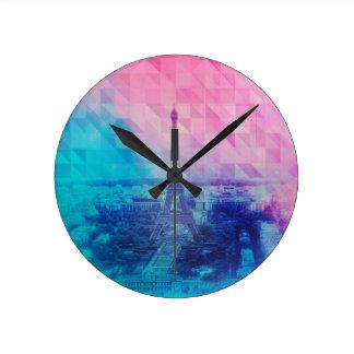 Horloge de tour de Paris Eifel dans le rose et le