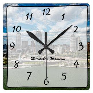 Horloge de vue de gratte-ciel de ville de