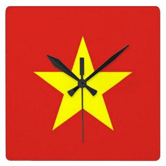 Horloge murale avec le drapeau du Vietnam