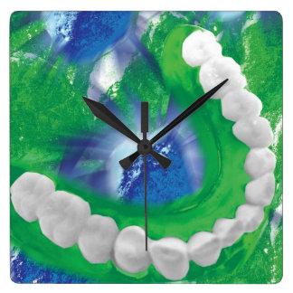 Horloge murale blanche d'orthodontiste de dentiste