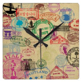 Horloge murale carrée de timbres vintages de