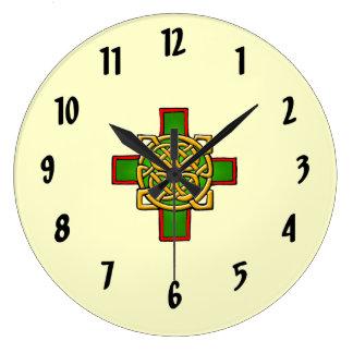 Horloge murale celtique croisée de conception