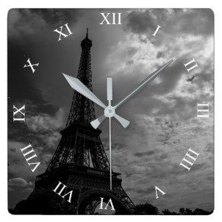 Horloge murale de carré de ciel nuageux de nuit de