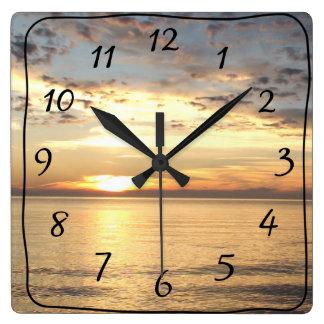 Horloge murale de carré de coucher du soleil