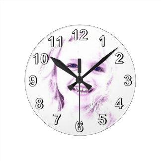 Horloge murale de fille de visage d'enfant