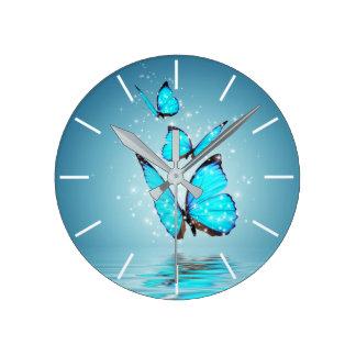 Horloge murale magique de papillons