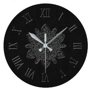 Horloge murale ornementale grise en cuir vintage