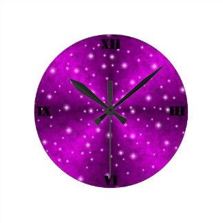 Horloge Ronde Arc-en-ciel rose dans l'optique de cuir de peau