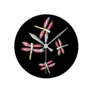 Horloge Ronde Art rose de danse de libellule