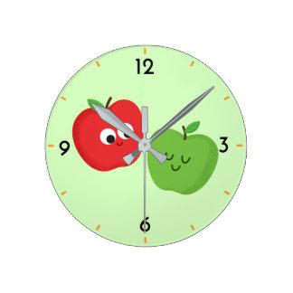 Horloge Ronde Bande dessinée fruitée mignonne de pommes