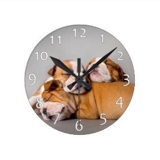 Horloge Ronde Bouledogue anglais de sommeil