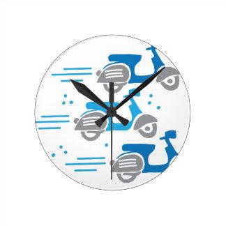 Horloge Ronde course de vélomoteur de trois scooters