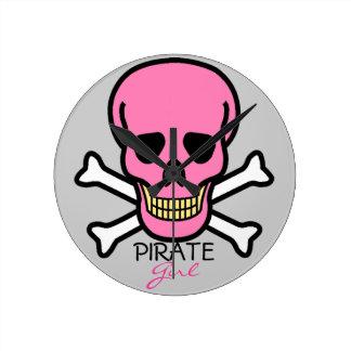 Horloge Ronde Crâne de rose de fille de pirate
