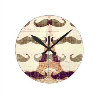 Horloge Ronde De Paris avec la moustache