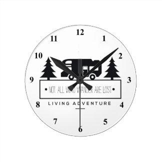 Horloge Ronde Envie de voyager campante retirée de citation de