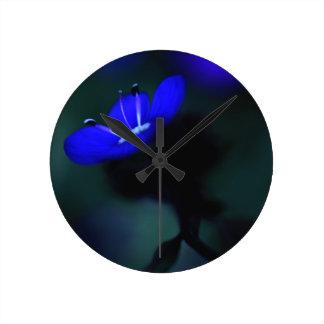 Horloge Ronde Fleur bleue électrique