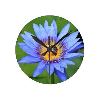 Horloge Ronde Fleur de Lotus