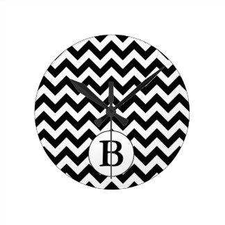 Horloge Ronde Grande conception noire décorée d'un monogramme