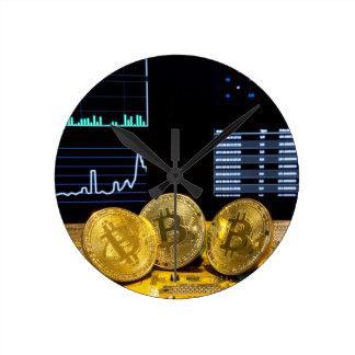 Horloge Ronde Le marché de circuit de trio de Bitcoin dresse une