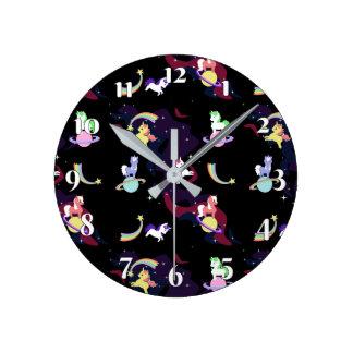 Horloge Ronde Licornes de l'espace de Kawaii