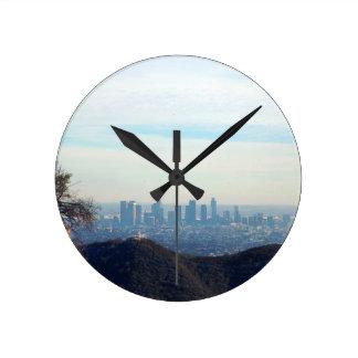 Horloge Ronde Montagne encadrée par LA