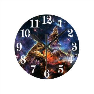 Horloge Ronde Montagne mystique dans la NASA de l'espace