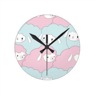 Horloge Ronde Motif mignon de moutons de bande dessinée