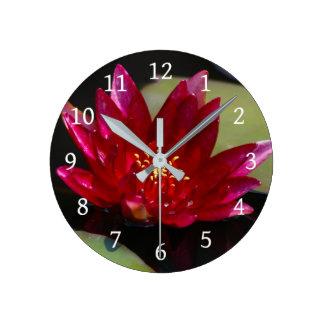 Horloge Ronde Nénuphar magenta de Lotus