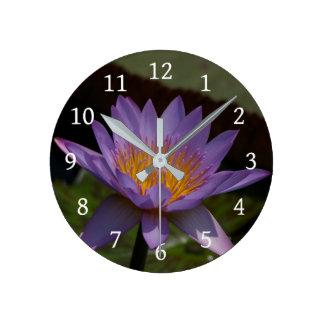 Horloge Ronde Nénuphar pourpre de Lotus