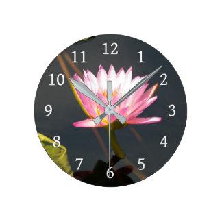 Horloge Ronde Nénuphar rose de Lotus