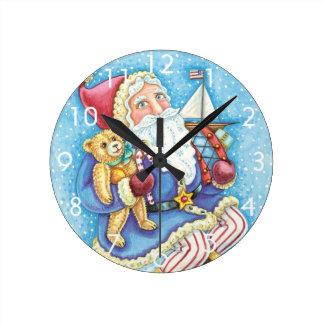 Horloge Ronde Noël mignon, le père noël sur Snowball avec des