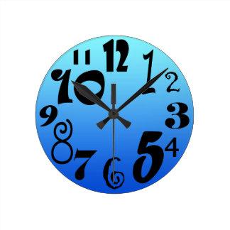 Horloge Ronde Nombres géniaux d'amusement - gradient bleu