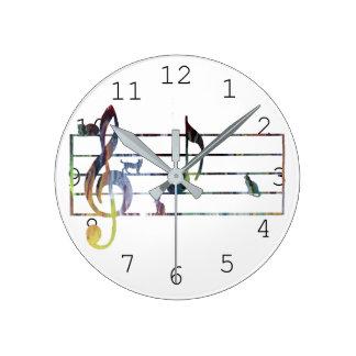 """Horloge Ronde Note musicale de """"A"""" conquise par des chats"""