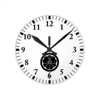 Horloge Ronde Oxalide blanche petite oseille avec des épées en
