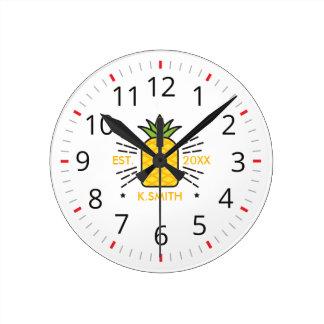 Horloge Ronde Personnalisable. Monogramme. Fruit mignon. Ananas