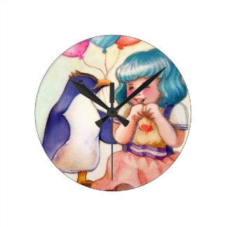 Horloge Ronde Pingouin et fille de joyeux anniversaire