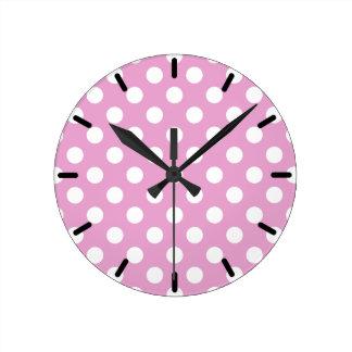 Horloge Ronde Pois blanc sur pâle - rose